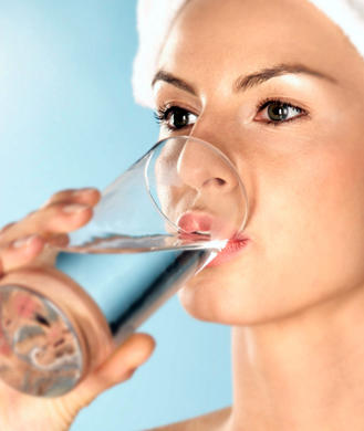 6 Reasons Drinking Water Helps Solve Any Problem