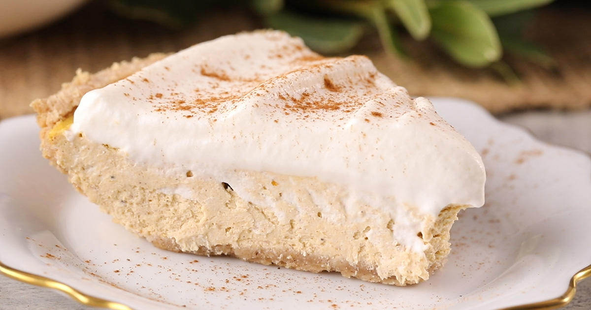 This Pumpkin Pie Cheesecake Is the Best Keto Dessert You'll Have In a While