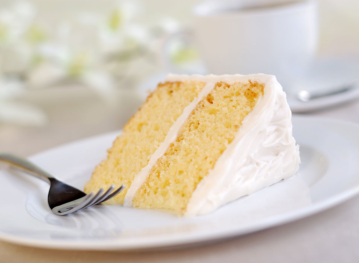 What's the Real Difference Between White, Yellow, and Vanilla Cake?