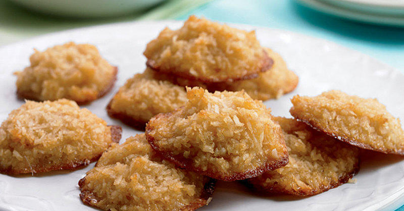 This Healthy Coconut Macaroons Recipe Is So Low-Cal You Can Eat Them All