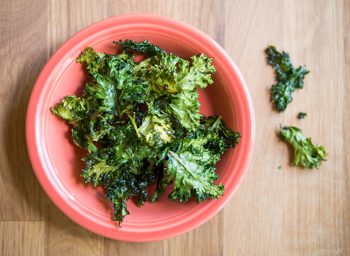 How to Make Kale Chips Right at Home