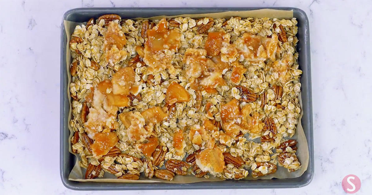How to Make Apple Pie Granola from Your Thanksgiving Leftovers