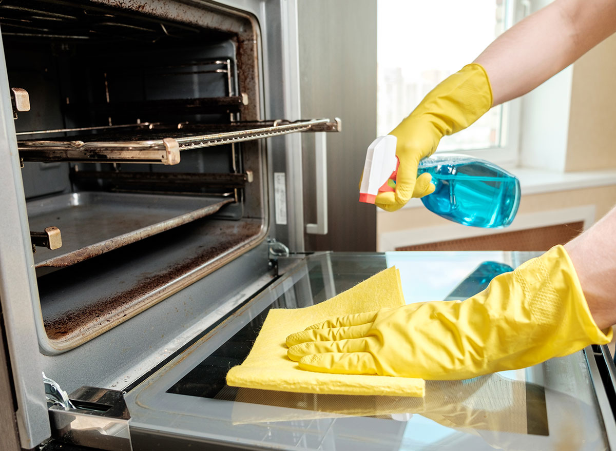 How To Clean An Oven So Effortlessly, You'll Wish You Did It Sooner