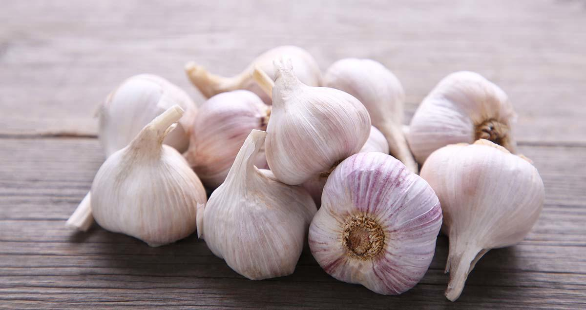 The Surprising Weight Loss Benefit of Garlic (Plus More Health Perks)