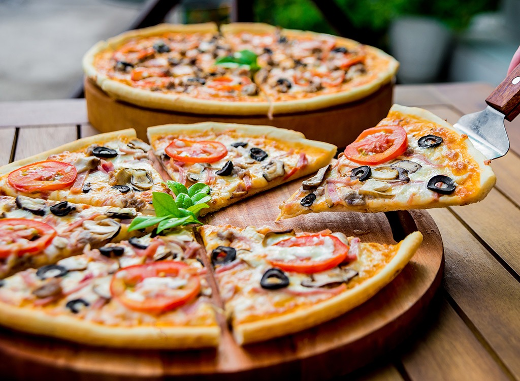 6 Easy Ways to Cut Pizza Calories