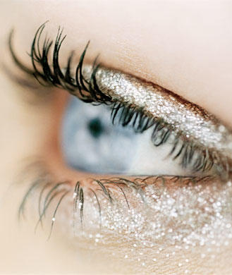 How to Apply Glitter Makeup