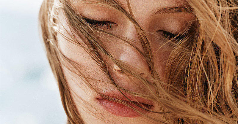 3 Simple Ways to Embrace Your Hair's Natural Texture This Summer