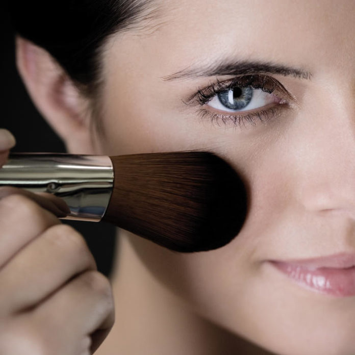 Makeup to Look Younger: Take 5 Years Off Your Looks