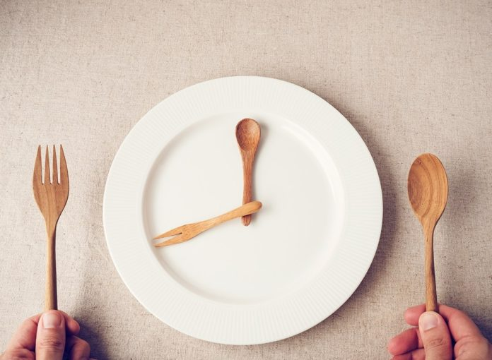 Is Fasting Healthy? We Asked a Registered Dietitian