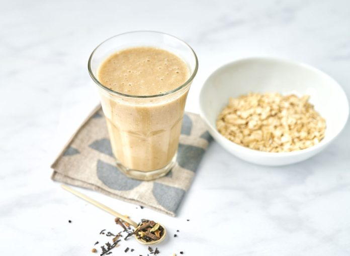 Plant-Based Chai Tea and Oats Smoothie