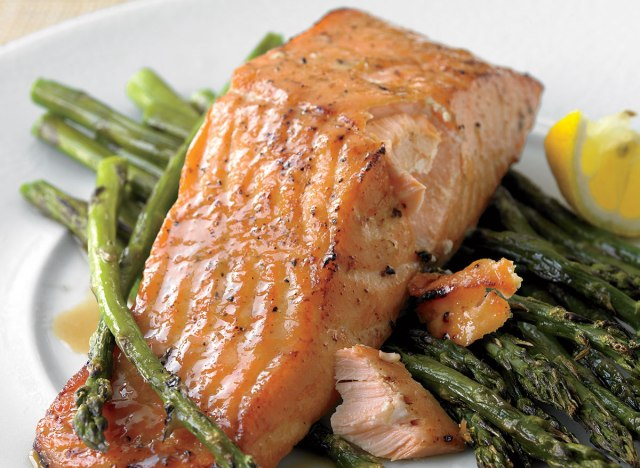 Low-calorie honey-mustard salmon with roasted asparagus