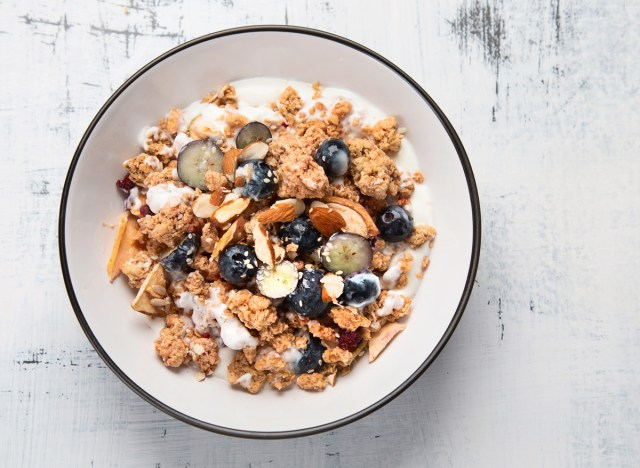blueberry yogurt granola