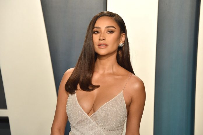 Shay Mitchell Shows How She Got Fit in Four Weeks Doing This One Workout
