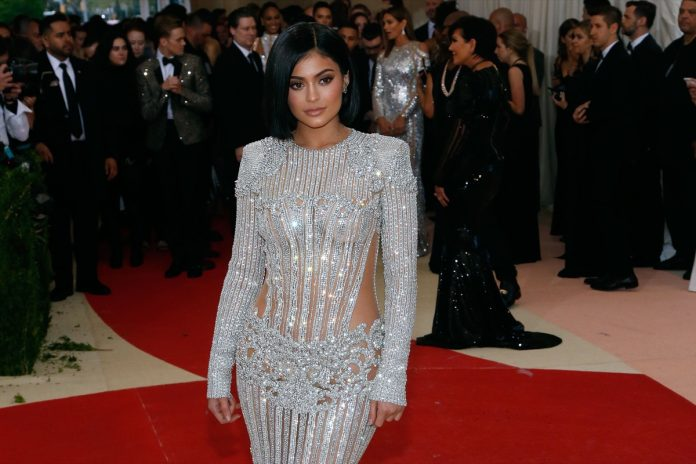 Kylie Jenner Just Shared Her Exact Ab Workout for a Flat Stomach