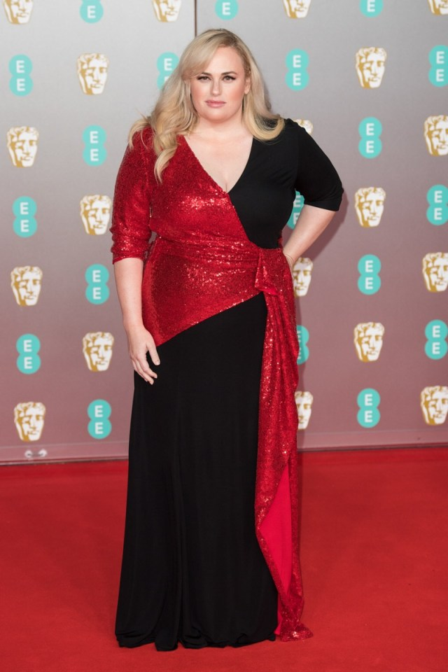 rebel wilson in red and black dress